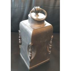 Cynowa flasza z zakrętką